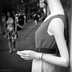 city streets shopping fashion girls